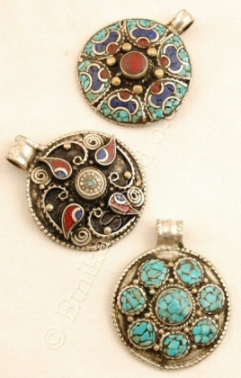 METAL PENDANTS