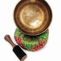 Available new tibetan singing bowls - all are unique, handmade of seven metals, entirely decorated. Find them on our website!#etnika #etnkaslog #tibetanhandicrafts #tibetan #tibetansingingbowl #singingbowls #singingbowltherapy #meditate #meditation #nepalesesingingbowls